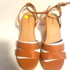 4W TAN CUTOUT PLTFRM ESP WEDGE
